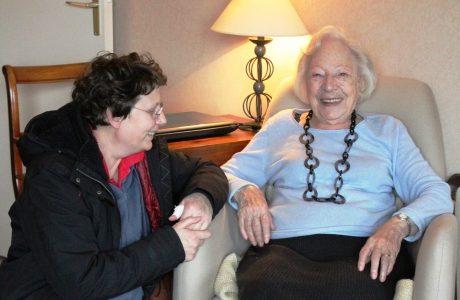 Suzanne 87 ans avec Jocelyne l'aide soignante